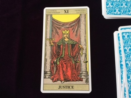 タロットカード・正義の意味と解釈